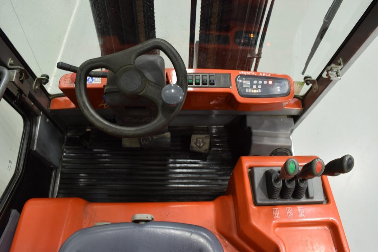 Xe nâng điện BT C4E 300V , 3 tấn 2007