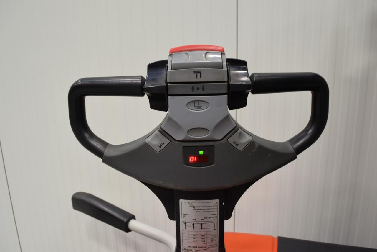 Xe nâng điện BT SPE 125, 1.25 tấn 2006