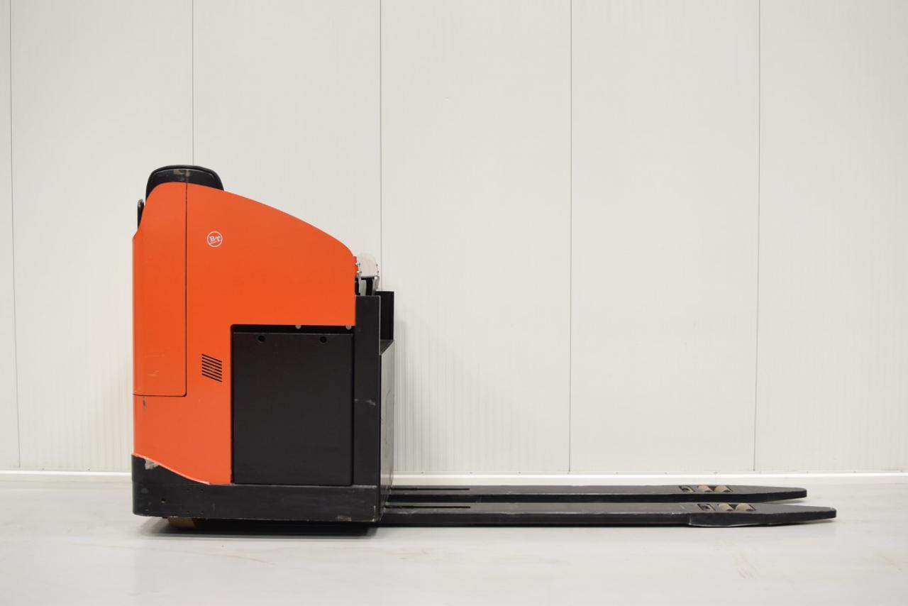 Xe nâng điện BT LRE 300 , 3 tấn 2007