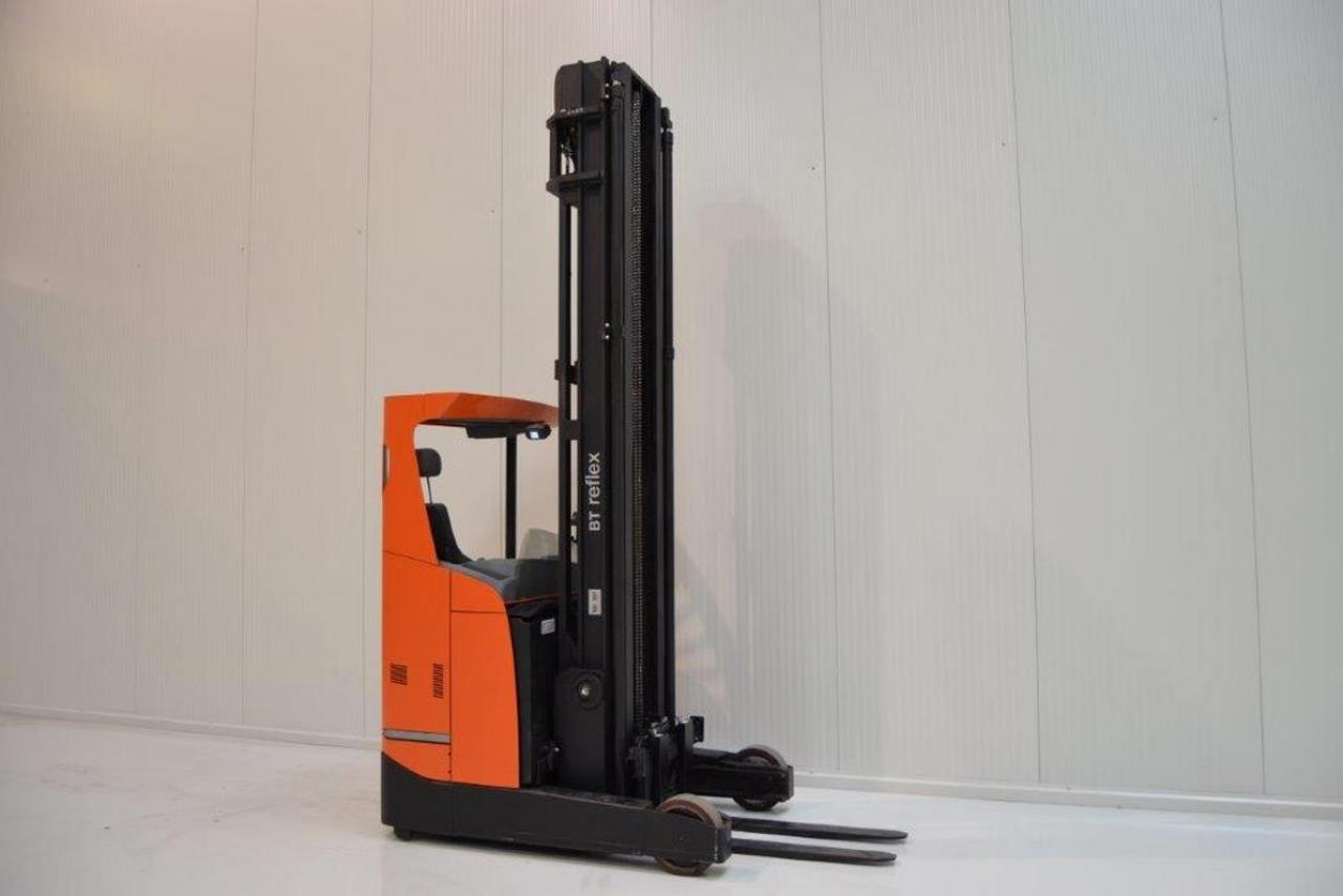 Xe nâng điện BT RRE 200 E đứng lái 2 tấn 2013