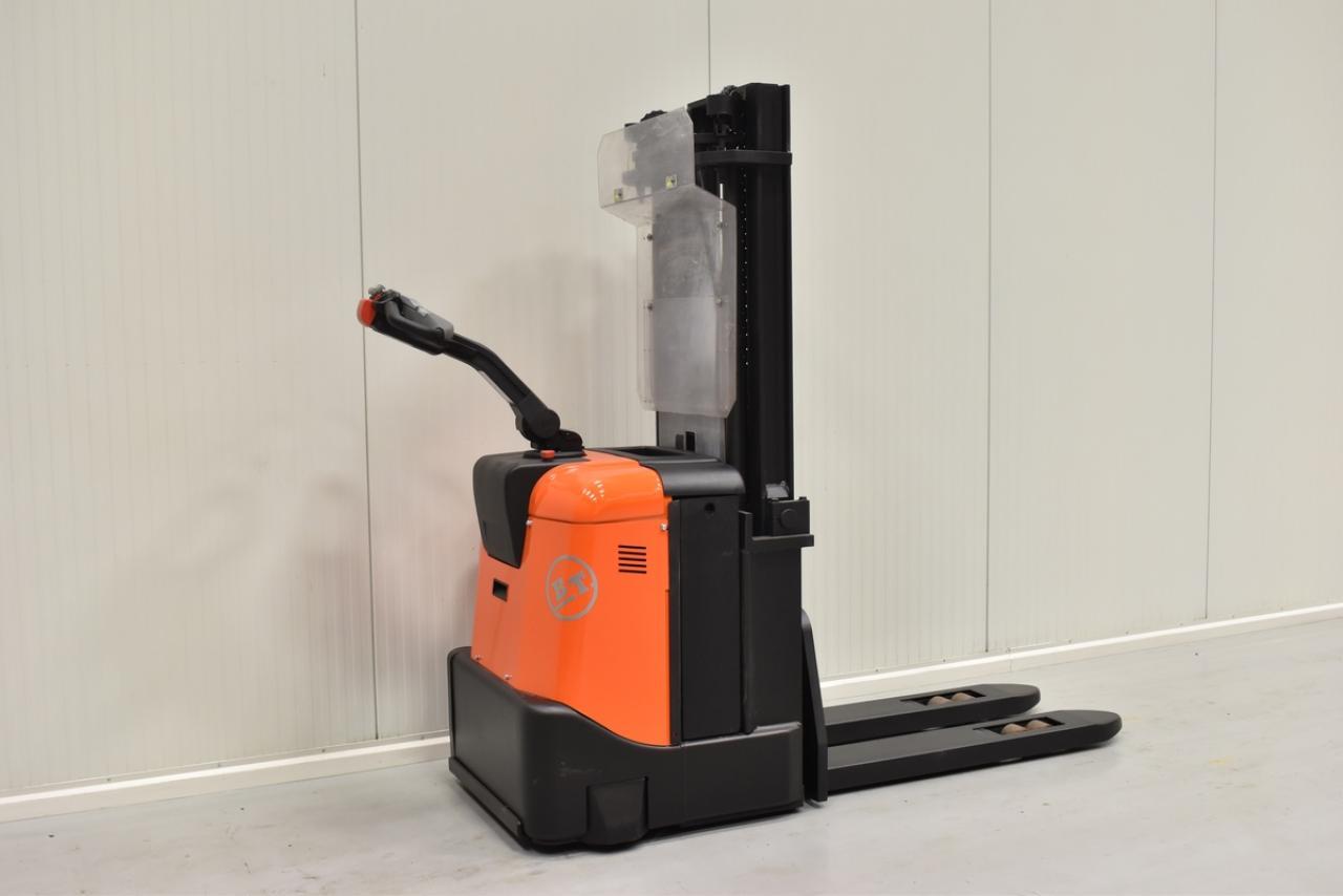 Xe nâng điện BT SPE 125 , 1.25 tấn 2012