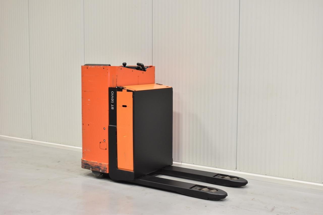 Xe nâng điện BT LSE 200, 2 tấn 2012 chỉ 1112 giờ